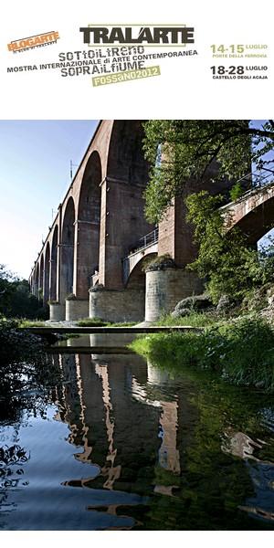 Tralarte sotto il treno sopra il fiume